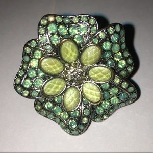 Jewelry - Green flower ring